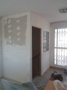 Hemos relaizado este montaje de pladur con pavés en Alicante. Reformas en El Campello Alex