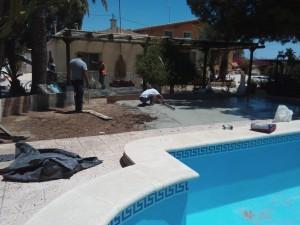 Hormigonado del entorno de una piscina en Alicante